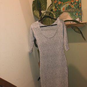 Dresses & Skirts - STUNNING MIDI DRESS